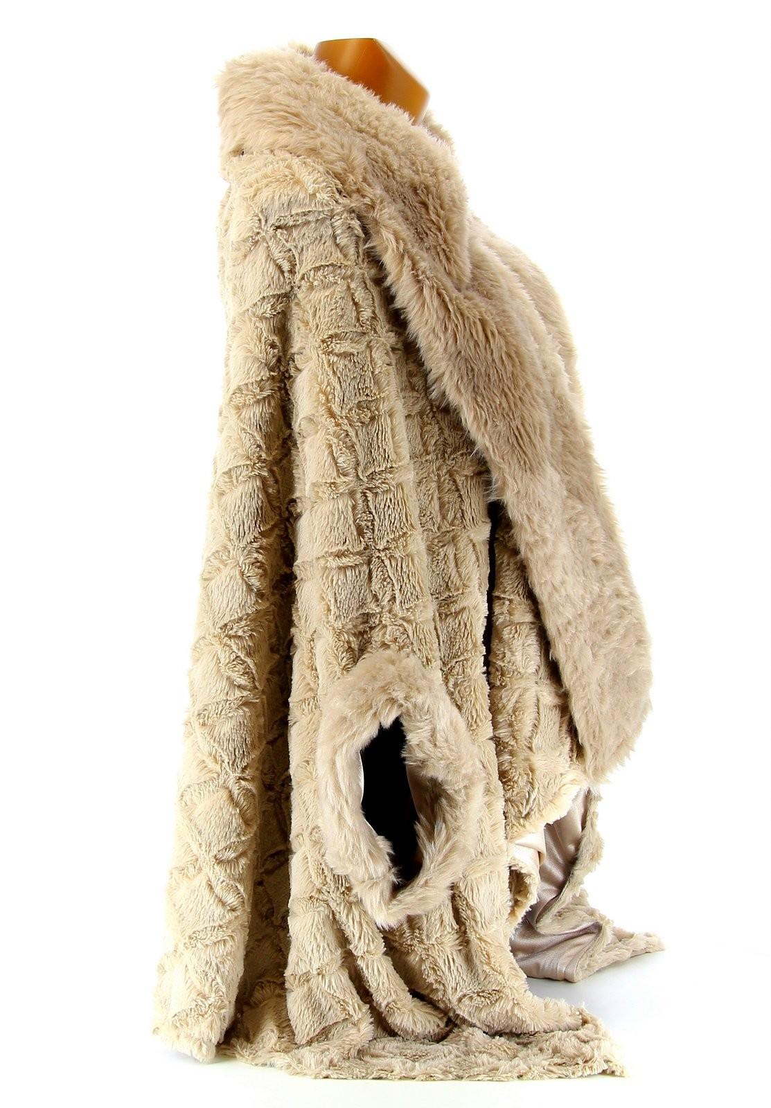Manteau cape fausse fourrure
