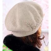 Béret bonnet femme cachemire broderies taupe C68B