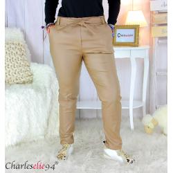 Pantalon simili cuir stretch carotte femme grande taille GABY camel Pantalon femme grande taille