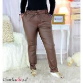 Pantalon simili cuir stretch carotte femme grande taille GABY chocolat Pantalon femme grande taille