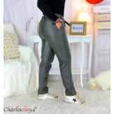 Pantalon simili cuir stretch carotte femme grande taille GABY kaki Pantalon femme grande taille