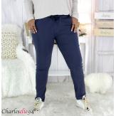 Pantalon femme grandes tailles stretch marine NOAH Pantalon femme grande taille